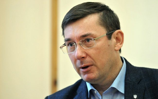 Фото: генпрокурор Юрий Луценко вручил подозрение Виктору Швецу