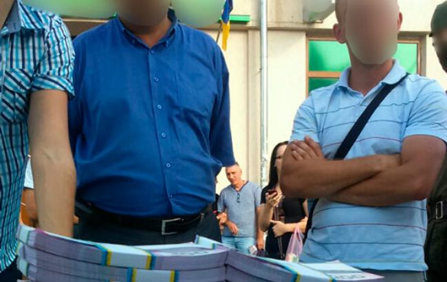 ото: затримання хабарника на Прикарпатті (прес-служба Нацполіціі України)