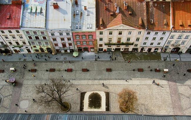 У Львові 20-річний хлопець вчинив самогубство, викинувшись з вікна багатоповерхівки