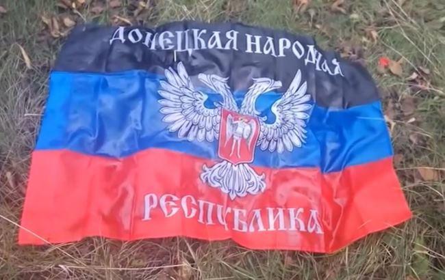 "Прапор ""ДНР"" (Скріншот із відео/YouTube/mariupol tv)"