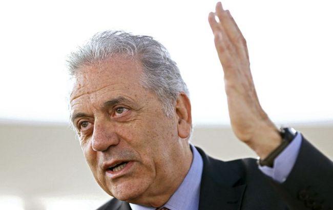 Фото: Аврамопулос заявил о введение системы штрафов за нежелание принимать беженцев