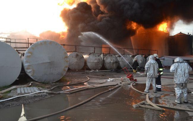 Фото: ліквідація пожежі на нафтобазі під Києвом