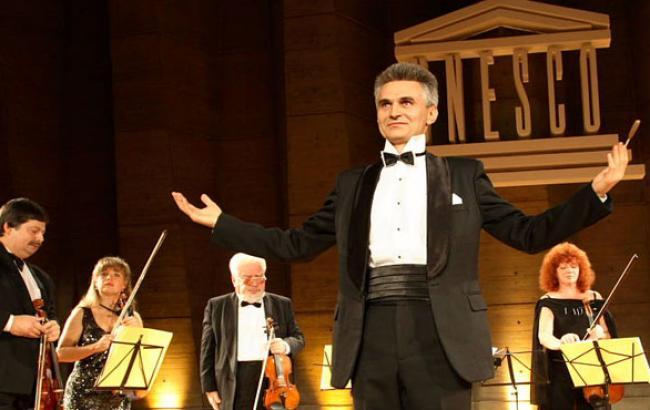 Фото: Герман Макаренко на сцені (cultprostir.ua)