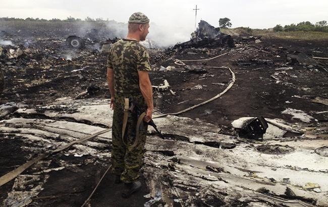 Фото: обломки на месте катастрофы МН17 (Marcel Research flickr)
