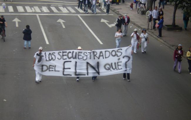 Фото: люди висловлюють протест викраденню людей угрупуванням ELN (equinoXio)