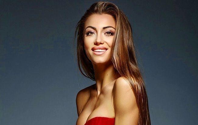 Бываю разной: Мисс Украина-2019 восхитила кокетливым образом с глубоким декольте
