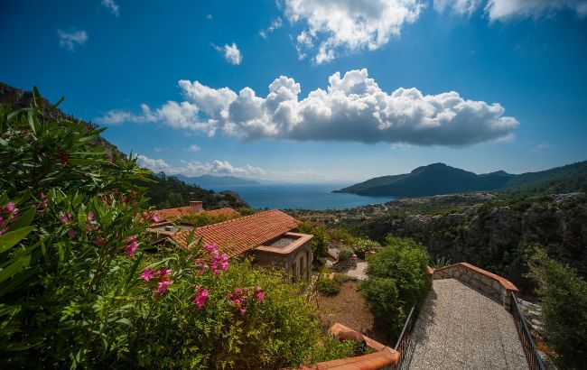 Завораживающие бухты и пляжи: сколько стоит отдых в лучших локациях Турции весной