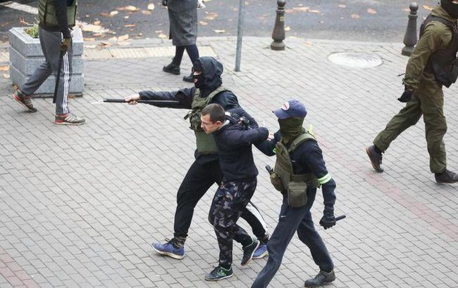 Число задержанных на протестах в Беларуси превысило 400, - правозащитники
