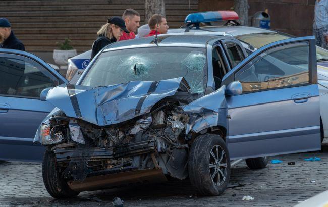 У центрі Дніпра перекинулася маршрутка з пасажирами, є постраждалі