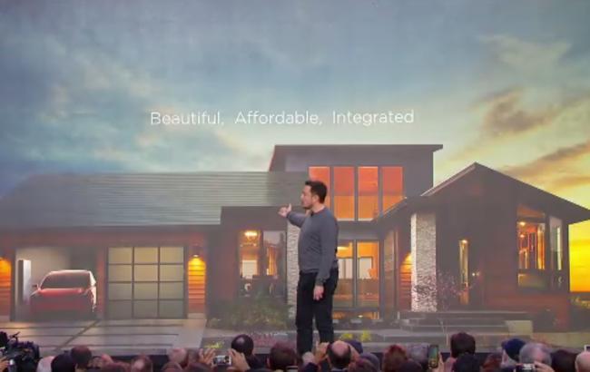 Фото: Илон Маск на презентации новой разработки