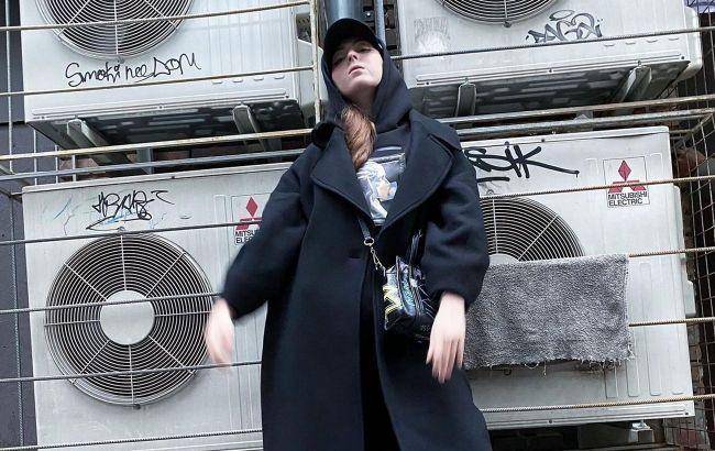 Стильная, как мама: дочь Оли Поляковой показала, как носить трендовый пуховик этой зимой
