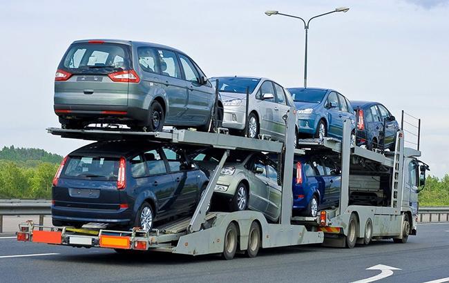 Автосалоны начали испытывать потребность в новых автомобилях
