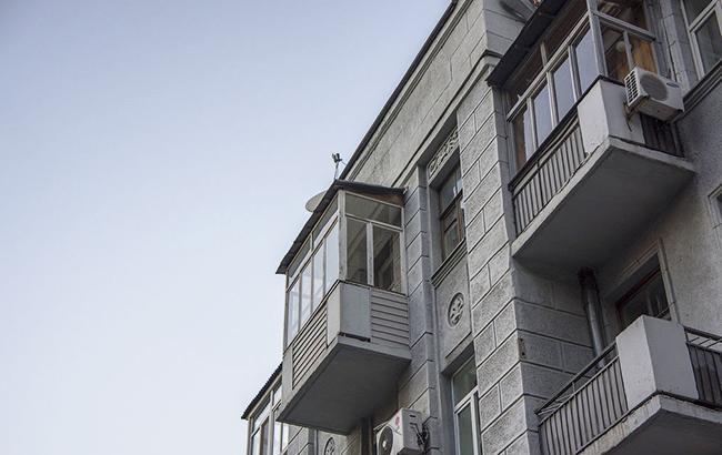ВДнепре демонтируют застекленные балконы сфасадов исторических зданий