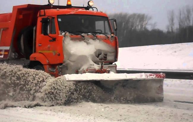 Київ підготував 700 одиниць снігоприбиральної техніки