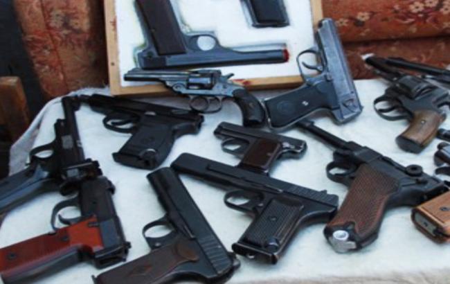 Фото: из-за событий в Ереване в Армении введен запрет на продажу оружия