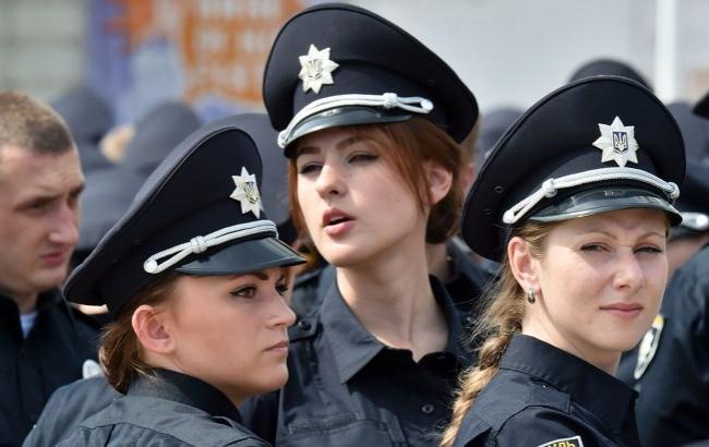 """Фото: Украинцы иногда """"издеваются"""" над полицией (youtube.com)"""