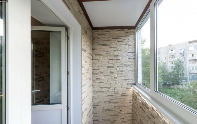 Как сделать ремонт на балконе: основание, остекление, утепление | РБК  Украина