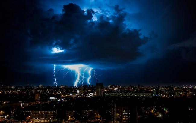ДСНС попереджає про грози і шквали на більшій частині території України 30-31 травня