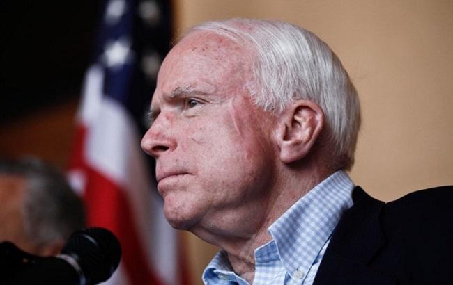 Сенатор Маккейн назвал Путина хулиганом