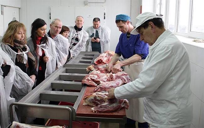 Фото: производство мяса незначительно сократилось (facebook.com-oltmannskzn)