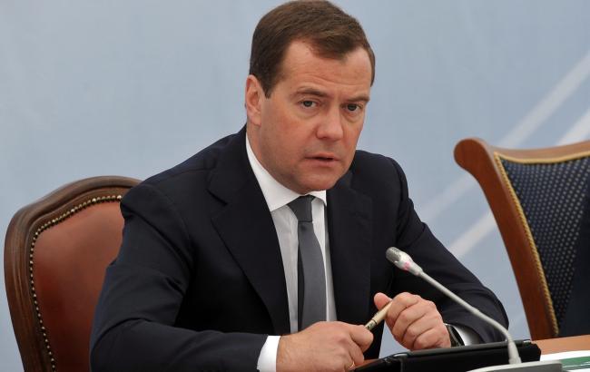 Жители России стали менее одобрять работу Медведева
