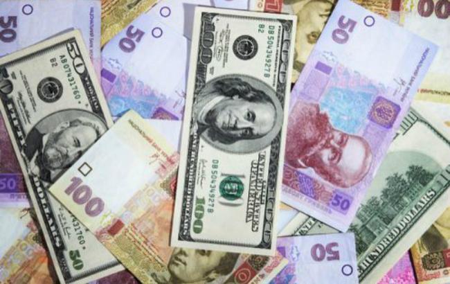 Фото: курс доллара на межбанке понизился