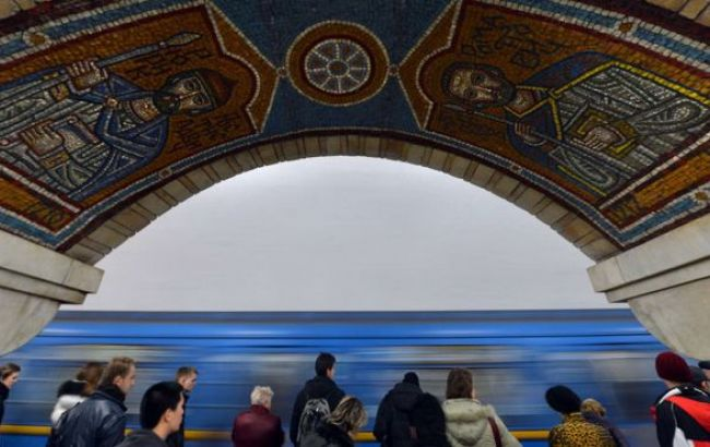 """У Києві на станції метро """"Либідська"""" людина впала під поїзд"""