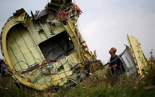 Фото: обломки самолета (twitter.com/UkrEmbLondon)