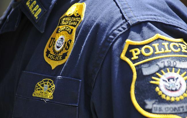 Фото: американские полицейские (midatlantic.coastguard.dodlive.mil)