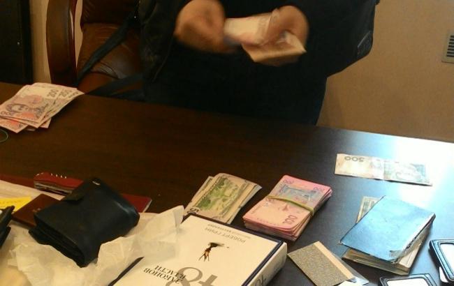 ГПУ затримала чиновника ДМС на хабарі в Одеській області