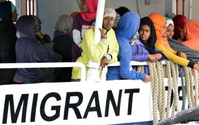 Єврокомісія погрожує санкціями країнам, які відмовляються приймати біженців