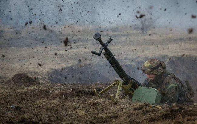 На Донбассе в результате обстрелов боевиков погиб военный