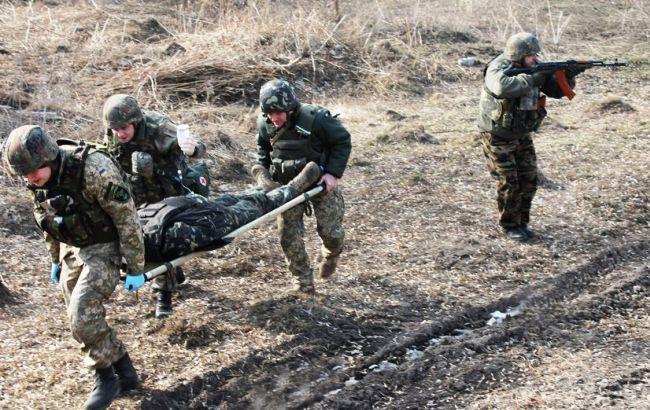 Боевики обстреляли украинских военных на Донбассе, трое получили ранения
