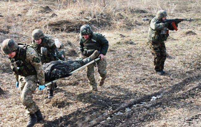 В Харьков на вертолете доставили двух раненых военных