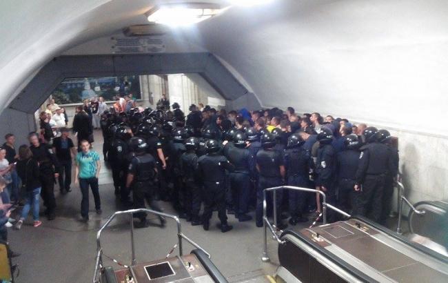 "Фото (РБК-Україна): інцидент на станції метро ""Арсенальна"""