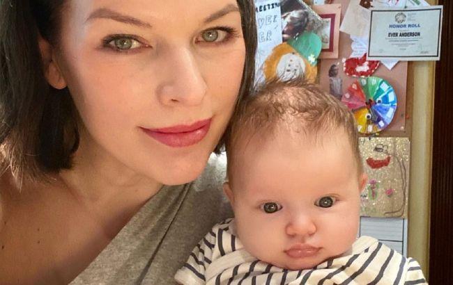 Хорошенькие, как мама: Милла Йовович умилила красотой младших дочерей