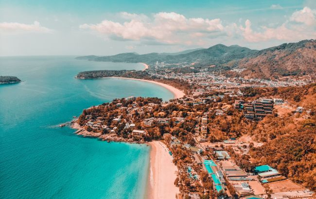 Попри сплеск COVID: популярний курортний острів продовжує приймати туристів