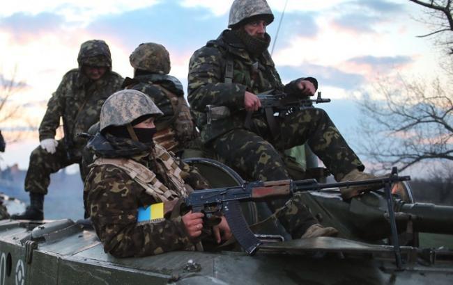 В течение суток боевики продолжали единичные обстрелы позиций АТО, - штаб