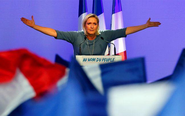 Наюго-западе Франции неменее тысячи человек вышли намитинг против ЛеПен