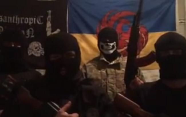 Фото: четверо молодих людей в масках є можливими вбивцями Мотороли