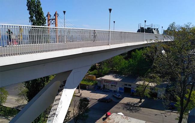 Через нещасне кохання: в Одесі 16-річна дівчина стрибнула з мосту