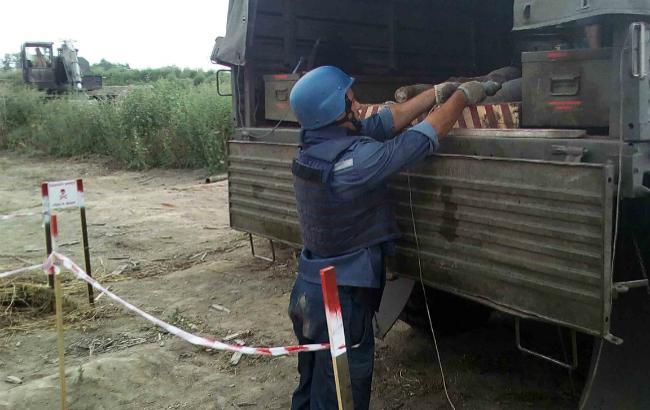 Фото: проведение работ по разминированию территории Украины (пресс-служба ГСЧС)
