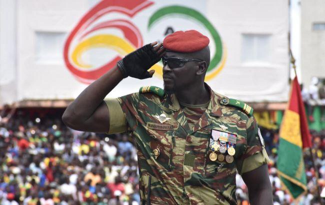 Лідер перевороту в Гвінеї заборонив державним посадовцям покидати країну