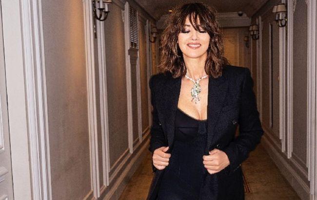 Женщина-мечта: 55-летняя Моника Беллуччи похвасталась роскошными формами в облегающем платье
