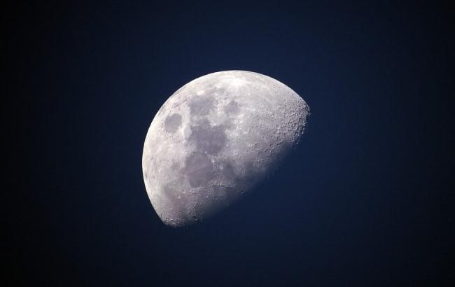 Фото: Луна (pixabay.com/Ponciano)