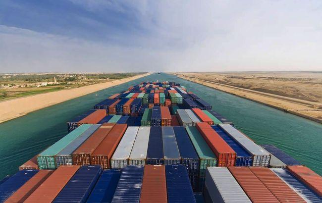 Затор у Суецькому каналі: світова торгівля втрачає 400 млн доларів на годину