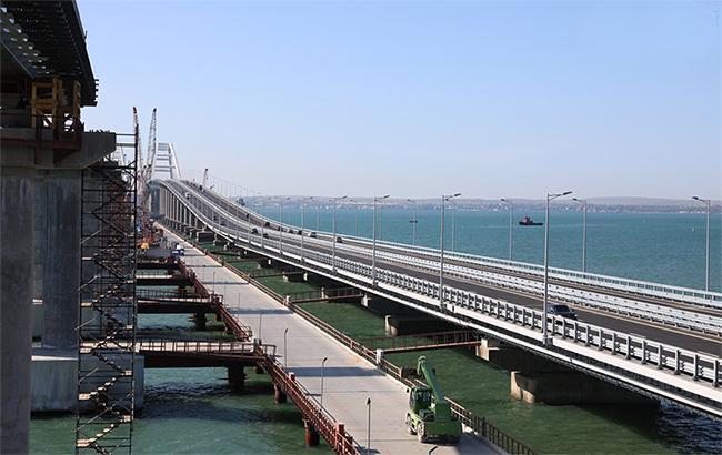 Плавучий кран повредил Крымский мост: подробности инцидента