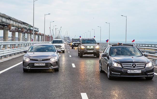 """Проїхався по """"кримському"""" мосту: відеоблогера оштрафують за відвідування окупованого Криму"""