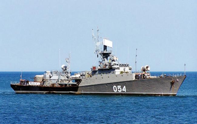 Російські кораблі провели військові навчання у Чорному морі