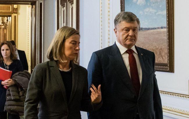 Порошенко и Могерини обсудили проведение выборов президента РФ в Крыму